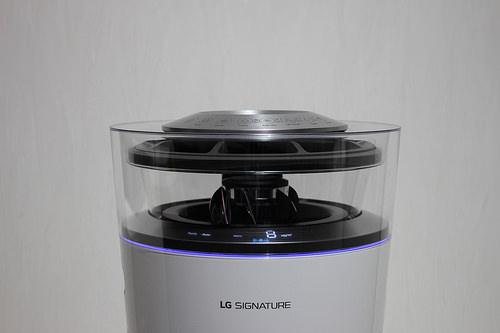 23850560643_8caaaec596_air-purifier